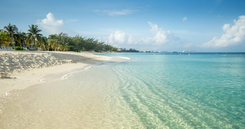 Seven Mile Beach on Grand Cayman island. Things to do on Grand Cayman